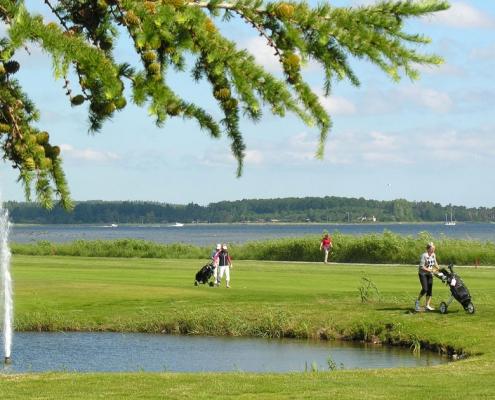 Holbæk Golfklub med fjordudsigt