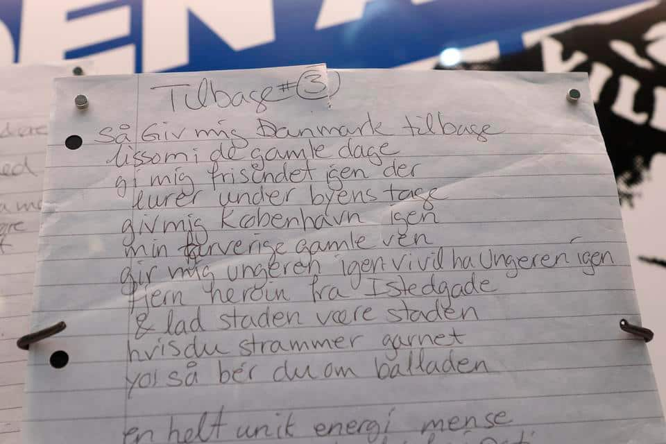 Natasjas håndskrevne sangtekst til nummeret 'Gi' mig Danmark tilbage'. Foto: Museumskoncernen ROMU