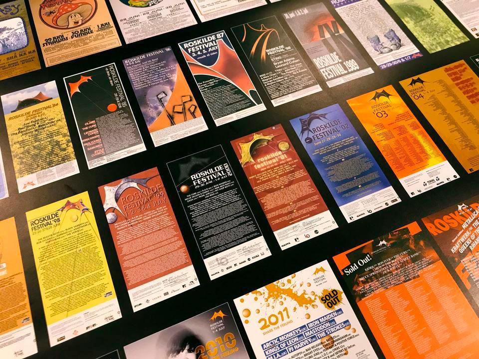 I RAGNAROCKs museumsbutik kan du som det eneste sted i landet købe Roskilde festival-plakater fra alle årene, enten enkeltvis eller samlet som en oversigt på én stor plakat. Foto: Museumskoncernen ROMU